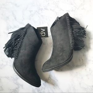 Dolce Vita Juneau fringed black booties sz 8